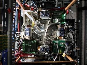 Public--UHEI NeuromorphicWaferscaleSystem Jan2013 7D 0106010 thumb.jpg
